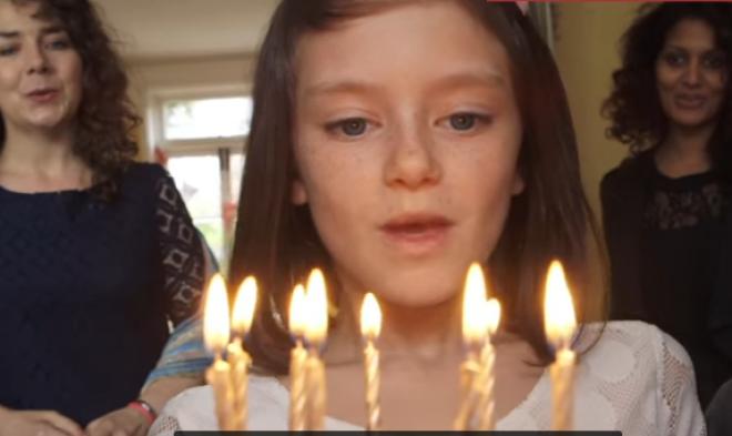 Egy év telt el a kislány életéből, és összeszorul a szíved, ha látod a változást! VIDEÓ