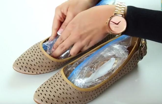 Szűk a cipőd? Két zacskó vízzel könnyen kitágíthatod!
