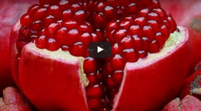 Így a legegyszerűbb megpucolni a gránátalmát! VIDEÓ
